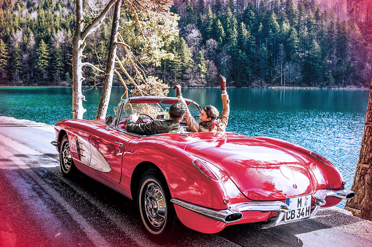Driving vintage cars (Photo)